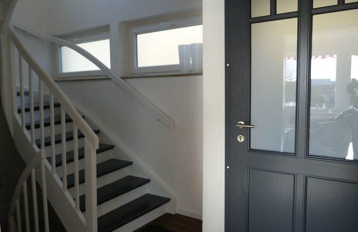 Flur und Treppe nachher – FeWo-Styling